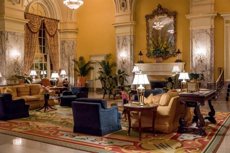 Hermitage Hotel in Nashville, Verenigde Staten: je gaat terug in de tijd, meer bepaald naar het begin van 1900, als je binnenkomt in de ruime Beaux-Arts lobby van dit hotel. Je ziet hier marmer uit Siena, notenhouten lambrisering uit Rusland en alsof dat nog niet genoeg is werd het plafond versierd met glasramen. © Hermitage Hotel