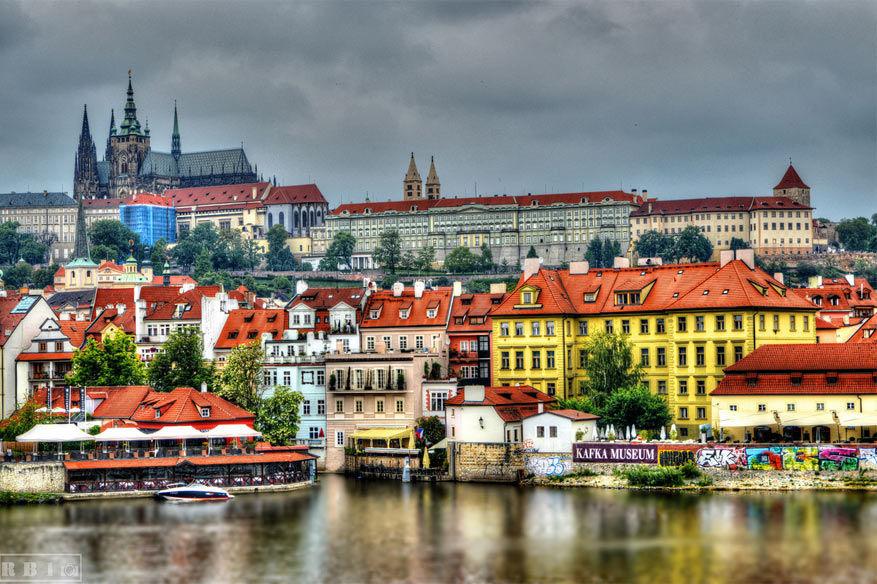 Tsjechië: langs de Moldau in Praag. © RB10
