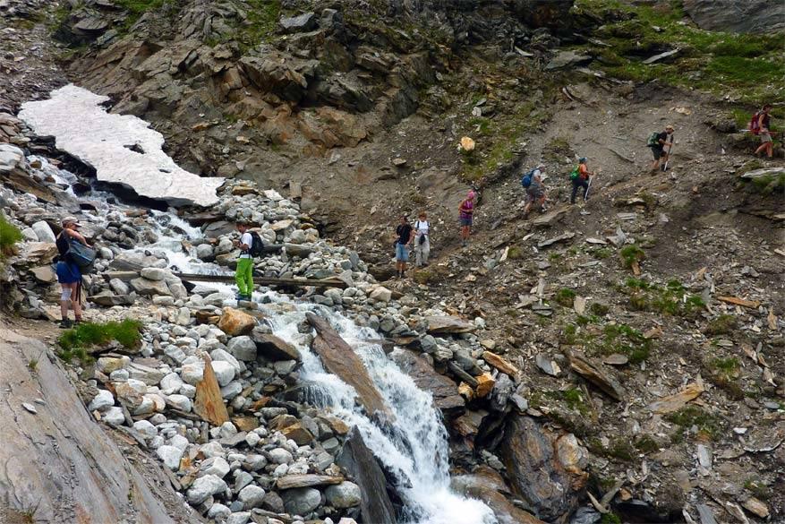 De berggids begeleidt ons tijdens de wandeling