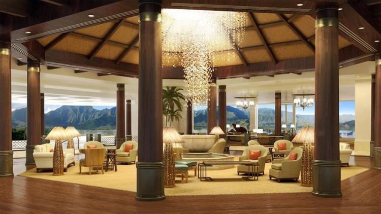St Regis Princeville in Hawaï, Verenigde Staten: dit 252 kamers tellend hotel maakt aanspraak op de meest prachtige locatie van het eiland: een klif met uitzicht op de baai van Hanalei die omringd wordt door tropische heuvels, blauwe luchten en filmische zonsondergangen. De lobby zelf moet ook niet onderdoen. Acht Afrikaanse zuilen uit mahonie definiëren de intieme ronde zithoek terwijl een kroonluchter van 4.000 kristallen boven een lotusvormige fontein hangt. © St Regis Princeville