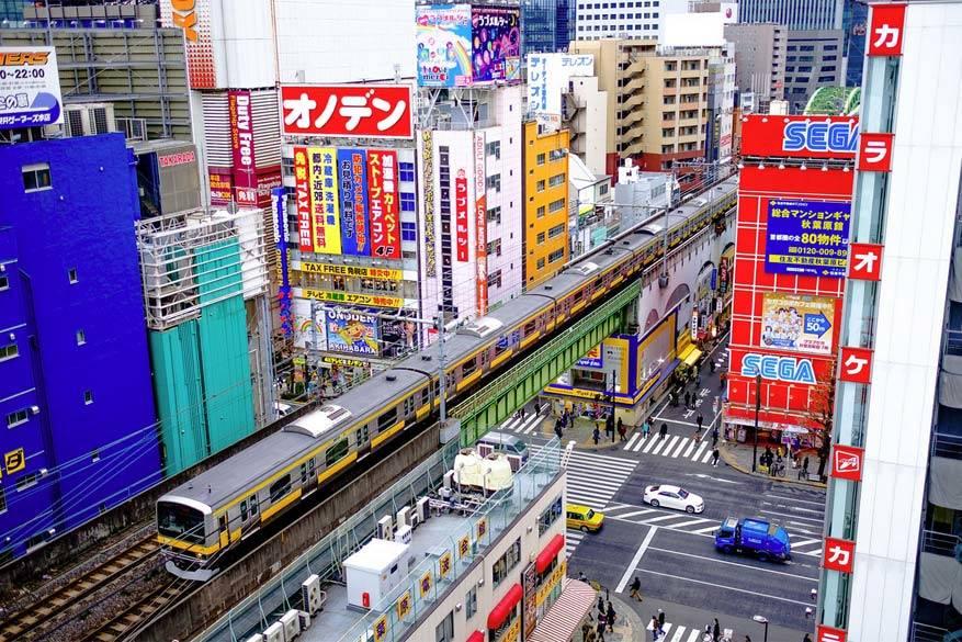 Het openbaar vervoer in Japan: stipter dan stipt en je kan er van de grond eten. © Ev Tchebotarev