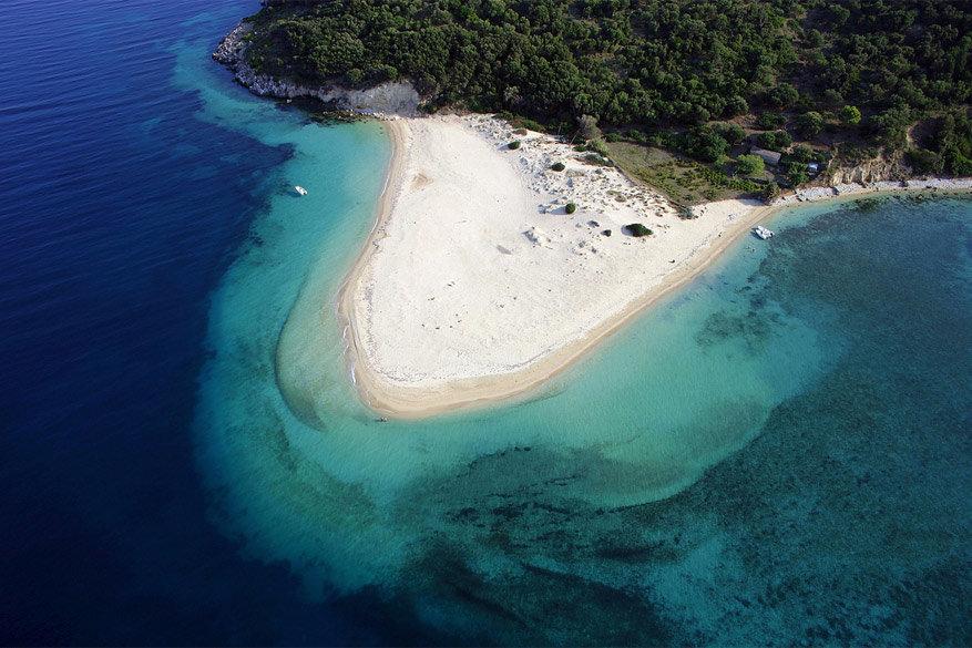 Zakynthos: de kust van Marathonissi, de geboorteplaats van veel dikkopschildpadden. © Lazaros Orfanidis