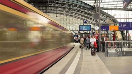 Proef de vakantiesfeer in de Duitse stations
