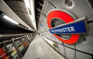 Westminster tube station: dit metrostation is hetzelfde waar Harry en Arthur Wezel langs komen op hun weg naar het Ministerie van Toverkunst voor Harry's verhoor. Je ziet het in de film 'Harry Potter en de Orde van de Feniks'. © Victor Moussa