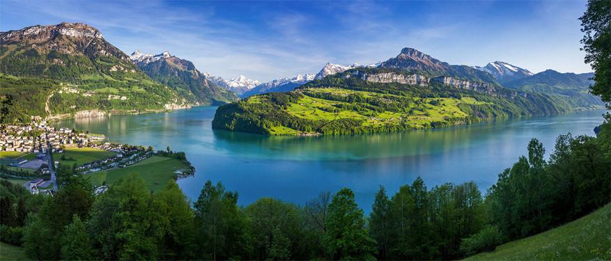 Uitzicht op het meer vanuit Brunnen, Zwitserland. © Jeroen Hribar