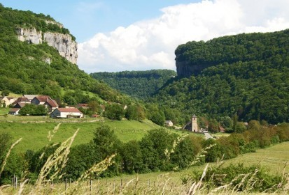 Route des Lacs voert je door het natuurgeweld van Montagnes du Jura