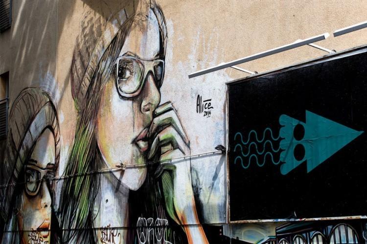 Street art: op talloze plekken in de stad kan je street art bewonderen. Vooral in de wijken Friedrichshain en Kreuzberg kom je onderweg pareltjes tegen. Wil je meer achtergrondinformatie? Sluit je dan aan bij de gratis Alternative Berlin Tour. Een fooi geven is hier dan de enige uitgave. © Lothar Bendix