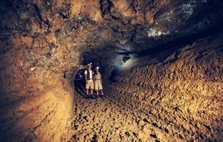 3. Ga op zoek naar lava De indrukwekkende lavatunnel Cueva del Viento vormde zich 27.000 jaar geleden aan de voet van Pico del Teide. Met zijn 16 kilometer lengte is het de langste lavatunnel van Europa. Je kan de tunnel bezoeken onder begeleiding.