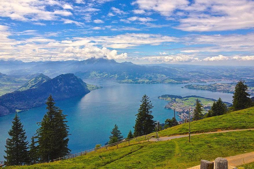 Uitzicht op het meer tijdens de wandelingen. © Steven Loockx