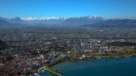 Cityhoppen in Bodensee-Vorarlberg: bruisend Bregenz trapt af