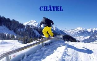 Châtel: het hart van het Franse-Zwitserse skigebied les Portes du Soleil, met zo'n 300 pistes, claimt eentje te zijn dat familie en cultuur voorop zet. Geen wonder dus dat zo goed als alle activiteiten vooral geschikt zijn voor kinderen. Aanraders om te doen zijn de 'Fantasticable': een vlucht van 140 meter boven de bergen en glijden met de Yooner. Dat is een traditionele slee met een zitje, schokdemper en glij-ijzer, nostalgisch! Vergeet ook zeker geen familieselfie te maken op de piste. Dat kan op één van de 10 unieke selfiespots! Meer info: info.chatel.com