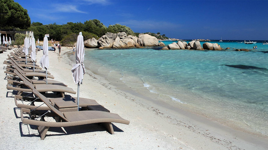 Het strand van Santa Giulia. © imagea.org