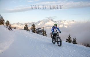 Val d'Arly: Val d'Arly ligt bij het massief van de Mont Blanc en telt 4 skidorpen die gezamenlijk ook 'l'Espace Diamant' genoemd worden. Samen zijn ze goed voor zo'n 192 km aan pistes. Hier doe je van alles behalve skiën, zo lijk het wel. Uitblinkers in het aanbod zijn onder meer de Fat Bike Expérience waarbij je een afdaling maakt met een sneeuwmountainbike. Hetzelfde kan je doen met een slee step of zelfs in het bijzijn van een arend tijdens het festival 'Les Aigles à ski'. Slapen gebeurt hier doorgaans in een boomhut tussen de sneeuw, want alles kan! Meer info: www.valdarly-montblanc.com