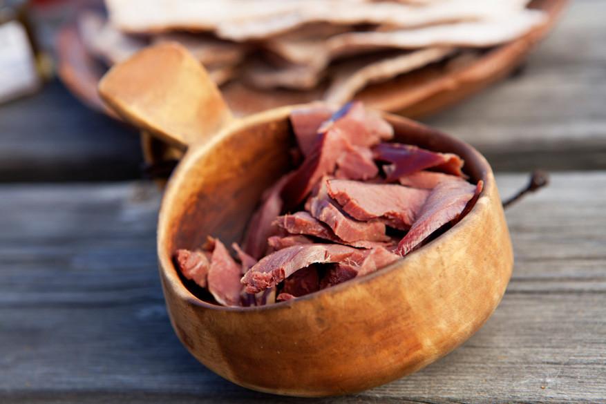 In Zweeds Lapland is het smullen van rendiervlees