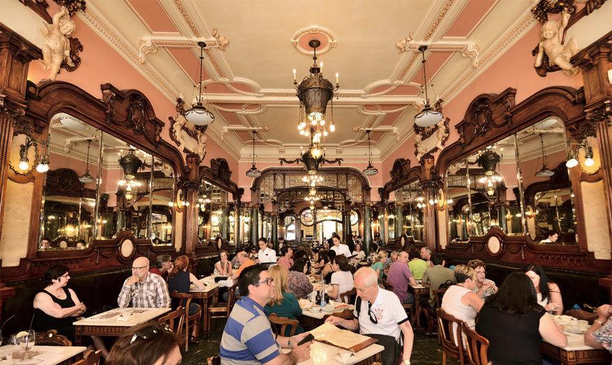 Het impressionante decor van Café Majestic