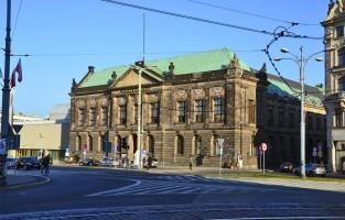 6. Een echte Monet zien: het Nationaal museum heeft een rijke collectie aan schilderkunst uit Europa en Polen. De stroming Jong Polen (Mloda Polska) is er goed vertegenwoordigd en daarnaast is er ook veel Spaanse schilderkunst te zien. Het pronkstuk van het museum is Monets 'Strand van Pourville'. Het werk werd in 2000 gestolen maar 10 jaar later slaagde men er zin om het terug te vinden. Tickets kosten maximaal 3 euro. © Rik Mayda