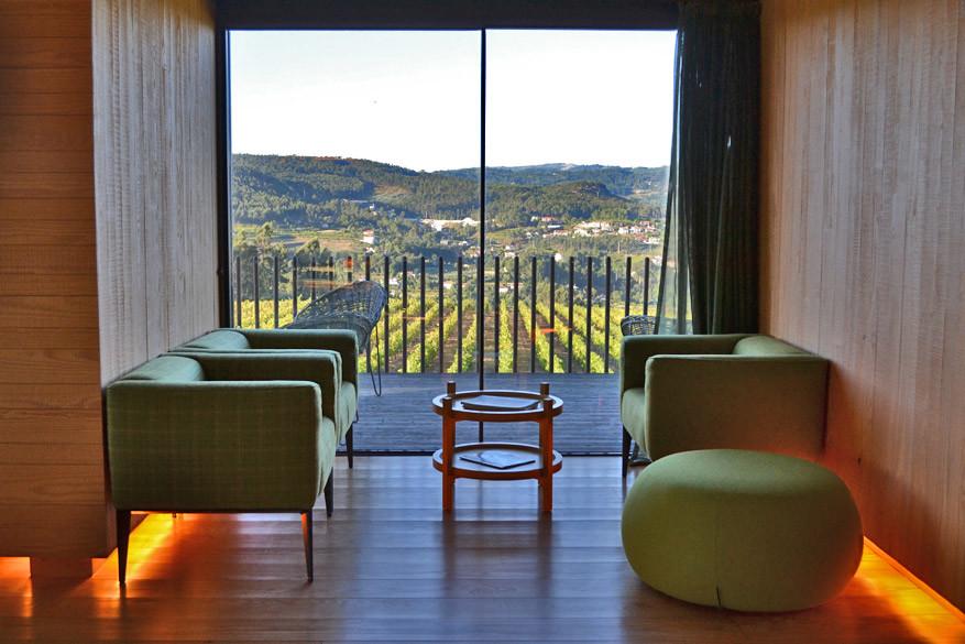 Telkens krijg je een uitzicht op de wijngaarden