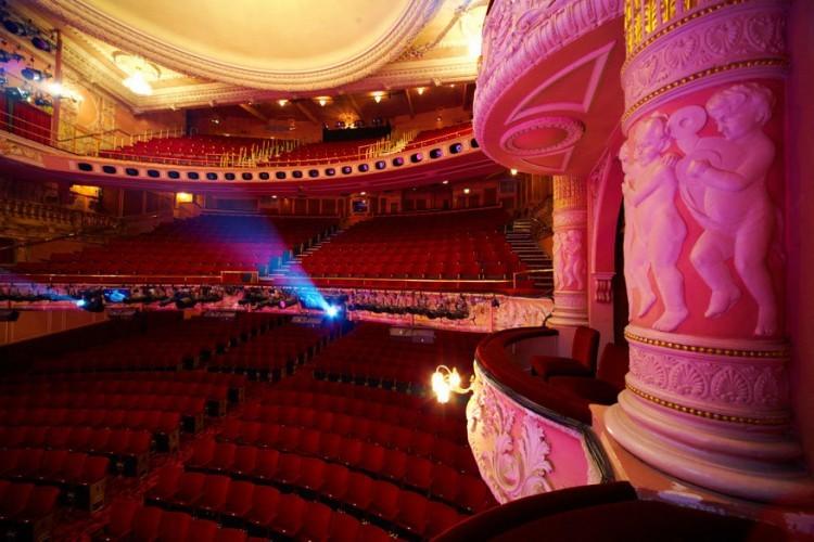 13. Theatershows maken hun UK debuut in 2017. De UK première van Sleepless: The New Musical, gebaseerd op de populaire komedie uit 1993 met Tom Hanks en Meg Ryan, zal opgevoerd worden van 25 maart tot 17 april 2017 in het Theatre Royal Plymouth's Lyric Theatre, voorafgaand aan de gewone voorstellingen in Londen's West End. Naast The Girls en de Broadway musical Finding Neverland die volgend jaar te zien zijn in London's West End, zal de Take That frontman Gary Barlow ons verrassen met een derde nieuwe musical, gevuld met de songs van Take That. De show, die in 2017 op tournee gaat in de UK, kreeg de naam 'The Band' en werd gecreëerd in samenwerking met Gary Barlow, Mark Owen en Howard Donald. Meer info: www.sleeplessmusical.com, www.findingneverlandthemusical.com © VisitBritain