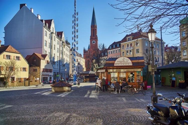 Markt op het Wiener Platz: de kleinste permanente markt van München gaat op dit pleintje door. Er heerst een knusse en lokale atmosfeer en het marktje is bovendien een goed alternatief voor de drukke en eerder toeristische Viktualienmarkt. © All Munich – off some time via Flickr