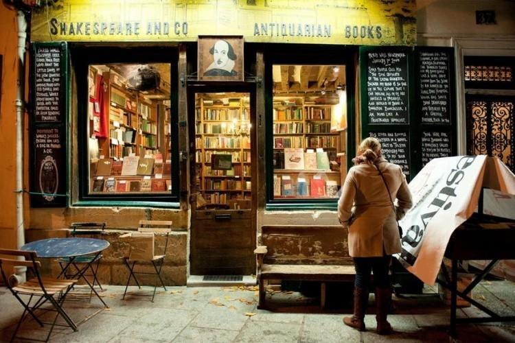 Shakespeare & Company in Parijs, Frankrijk: net achter de hoek van het Quartier Latin en de Boulevard Saint-Germaine ligt een van de bekendste boekenwinkels in Europa. Sylvia Beach richtte de winkel op in 1919, George Whitman opende het op zijn huidige locatie in 1951 en vandaag staat zijn dochter er aan het roer. Hier vind je zowel klassiekers als nieuwe literatuur, voornamelijk in het Engels, in een typische Parijse sfeer. © Angelo Ferraris