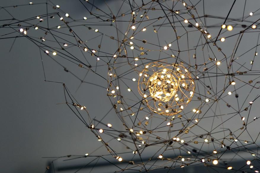 Bastien Carré maakt kunst met LED-lichtjes.