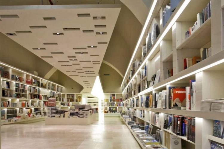 Bookàbar in Rome, Italië: deze boekenwinkel bevindt zin in Palazzo delle Esposizioni, de grootste expositieruimte in het centrum van Rome. In twee van de drie grote, lichte ruimtes liggen boeken, catalogi, DVD's en CD's die voornamelijk te maken hebben met kunst en design. De derde ruimte is een stijlvolle museumshop. Langs de boekenwinkel ligt een café met een menu gebaseerd op de actuele tentoonstellingen. © Bookàbar