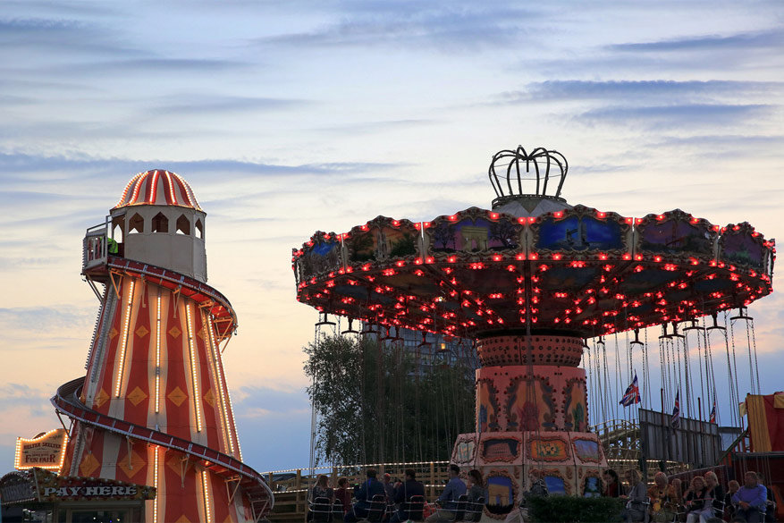 Pretpark Dreamland in Margate wordt feestelijk verlicht tijdens de kerstperiode.