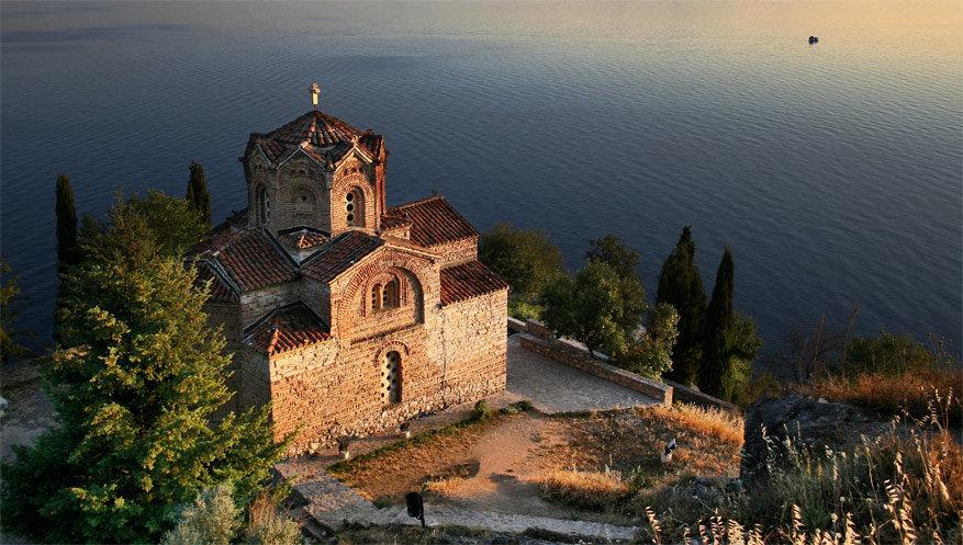 De kerk Sint-John Kaneo aan het meer van Ohrid. © Wikimedia Commons