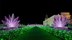 Zien: de feestelijk verlichte tuinen van paleis Wilanow in Warschau