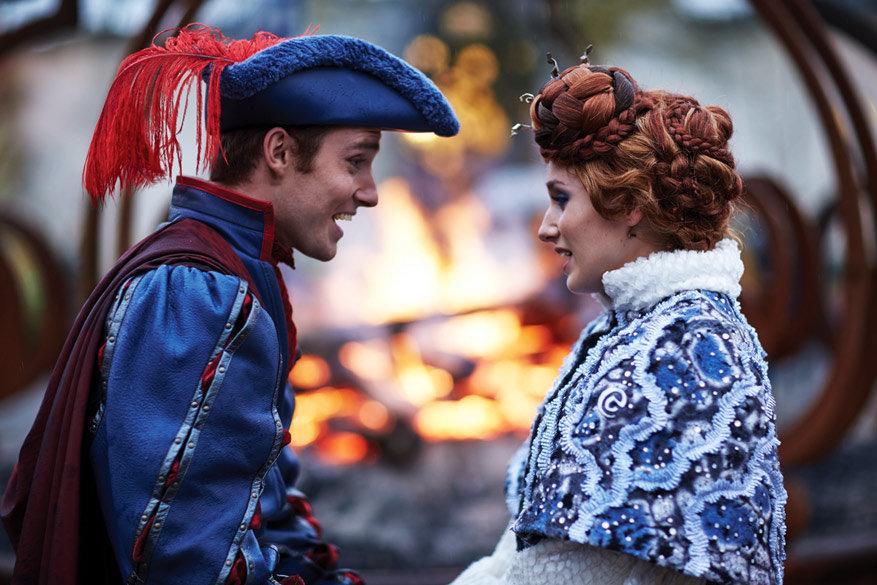 Winter Efteling: de Sneeuwprins en de Vuurprinses bij het Vreugdevuur