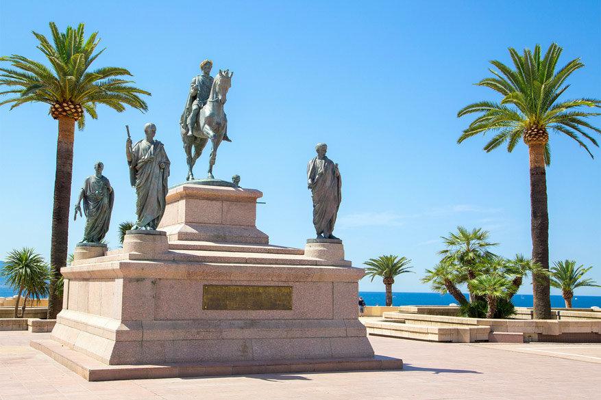 Cultuur in Corsica: vooral in Ajaccio zijn de sporen van Napoleon nog zichtbaar. © Creative Commons Flickr / Voyages Lambert