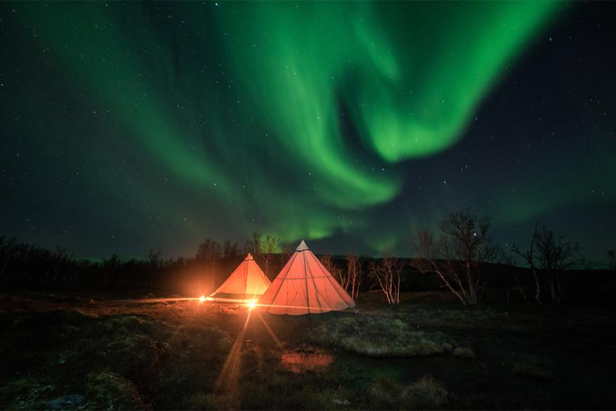 Comfort van een luxueuze kamer en absolute stilte vind je in deze tipi's. © Luxury Action / Teepee Wilderness Camp