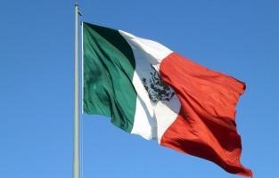 Mexico: om met een schone lei te kunnen beginnen, is het in Mexico de traditie om het hele huis voor middernacht schoon te maken. Bedoeling is om alle negatieve energie te verdrijven. Sommige families gooien zelfs hun borstels en ander schoonmaakmateriaal weg, omdat de negatieve energie van het voorbije jaar er nog aan kan hangen. © Rob Young via Flickr Creative Commons