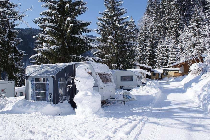 Winterkamperen: met de caravan op wintersport