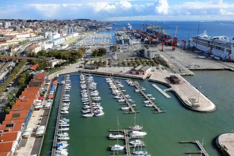 Lissabon, Portugal: de haven van Lissabon is een van de meest vooraanstaande havens van Europa omwille van haar rijke cultuur, kunst, internationale handel en bloeiend toerisme. De stad is ook erg veelzijdig. Sommige delen doen je denken aan Parijs, in andere waan je je dan weer in het heuvelachtige San Francisco. Zeker bezoeken: de Belémtoren aan de monding van de Taag. © Pixabay