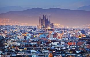 Sant Marti in Barcelona: Sant Marti is een buurt waar de overheid de voorbije jaren heel wat in geïnvesteerd heeft, en dat merk je. Knappe skyscrapers huizen veel financiële en technologische ondernemingen. In combinatie met het strand is dit de perfecte buurt om voordelig te logeren en de rest van Barcelona te verkennen. © GF