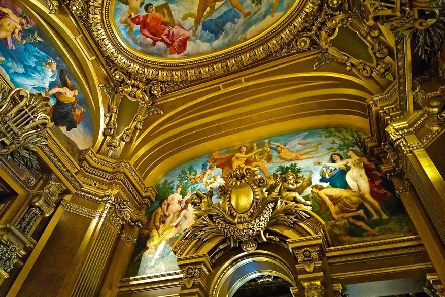 Bezienswaardigheden bij de vleet in Parijs zoals de foyer van de Opera Garnier, het operagebouw van de stad. © Steven Loockx