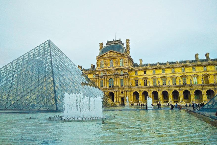 Het Louvre, het bekendste museum in Parijs, is gratis toegankelijk op zondag! © Steven Loockx
