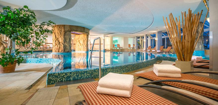 De spa in het resort is voorzien van alle comfort en zelfs een heuse dennenbehandeling. © Krumers Alpin Resort & Spa