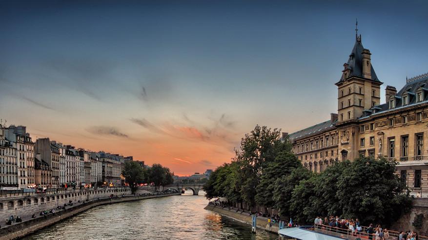 Met de juiste kortingsbonnen ben je geen arm kwijt als je een boottocht wil maken op de Seine. © Pixabay