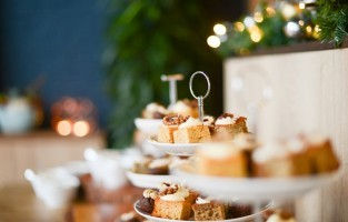 Tijdens de 'afternoon tea' op Valentijn serveert The Marquis in Alkham, op een steenworp van Dover, lekkere bubbels: Chalksole Vintage Reserve van Chapel Down. Dankzij de lokale seizoenproducten en adembenemende uitzichten op het schilderachtige landschap is The Marquis ook een uitstekende keuze voor een valentijnsdiner of -lunch. Er zijn zelfs kamers voor een romantisch verblijf. De 'afternoon tea' wordt aangeboden vanaf £49 per koppel; lunch: £45 per persoon; diner: £65; twee overnachtingen met ontbijt en één lunch of diner: vanaf £299. © Pixabay