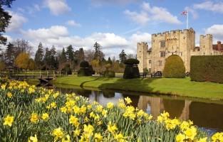 Wat is er meer romantisch en luxueus dan een avond in een kasteel met een slotgracht? Zowel Leeds Castle, dicht bij Maidstone, als Hever Castle nabij Sevenoaks biedt valentijnsarrangementen aan, inclusief een privérondleiding in het kasteel, een receptie, een overheerlijk diner met wijn en live harpmuziek evenals een overnachting met ontbijt. Een unieke kans om in een kasteel te verblijven na de normale openingsuren. Leeds Castle vanaf £555 per kamer, Hever vanaf £205 per persoon. © Visit Kent