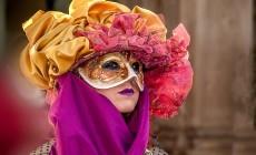 Oog in oog met het mysterieuze carnaval van Venetië