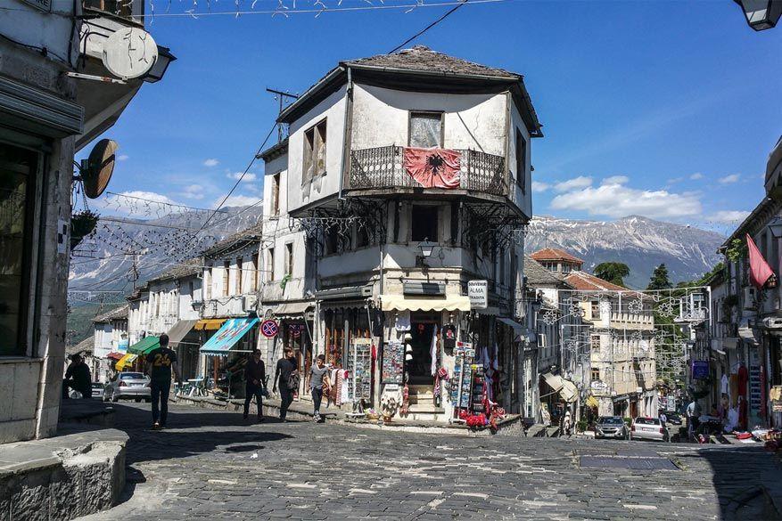 Het centrum van Gjirokastër. © dm1795 via Flickr Creative Commons