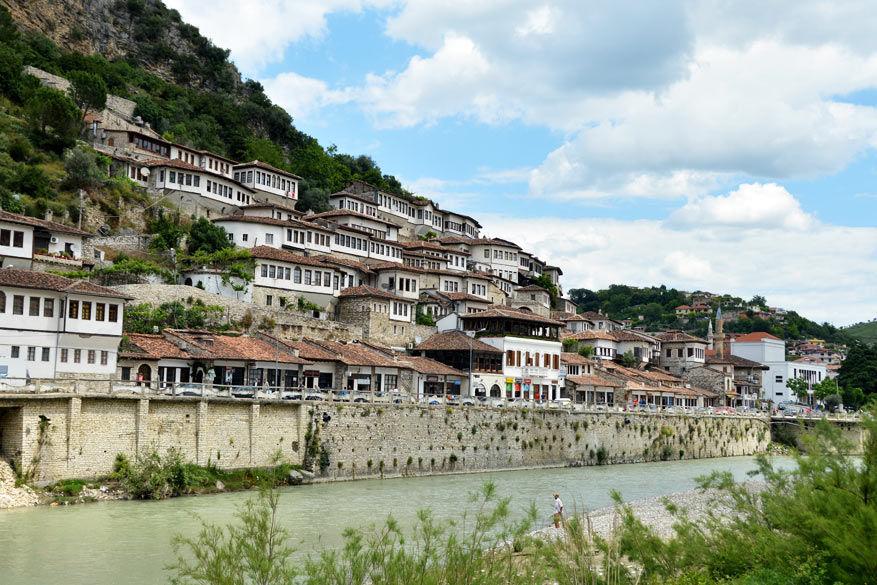 Duizenden ramen in Berat © Dominiek Druart