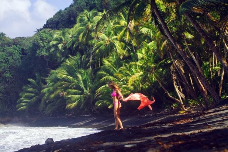10. Ga eens picknicken op een 'zwart' zandstrand. Dominica heeft een kustlijn van 148 km met niet alleen parelwitte stranden. Integendeel: door de vulkanische activiteit in het verleden neigt de kleur van de stranden op Dominica eerder naar zwart in plaats van wit.