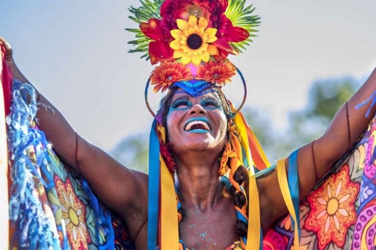 Florianópolis in Brazilië, van 24 tot 28 februari 2017: in het zuiden van het land vindt het tweede meest belangrijkste carnavalsfeest van Brazilië plaats. Bekend om zijn 42 stranden trekt de stad elk jaar duizenden bezoekers aan tijdens de festiviteiten. © Photo R.M. Nunes / Shutterstock, Inc.