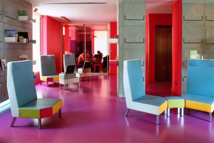 Het Hi Hotel in Frankrijk: dit kleurrijke hotel in Nice in het zuiden van Frankrijk zet alles op alles om zo milieuvriendelijk mogelijk te zijn. Ze gebruiken ecologische poetsproducten, gerecycleerd papier en je eet er altijd biologisch voedsel. In de douche vind je zelfs een natuurlijke shampoo op basis van bio-extracten en douchegels zonder verpakkingen. Je kan er zelfs fietsen huren voor een milieuvriendelijk tripje door de stad! © Hi Hotel
