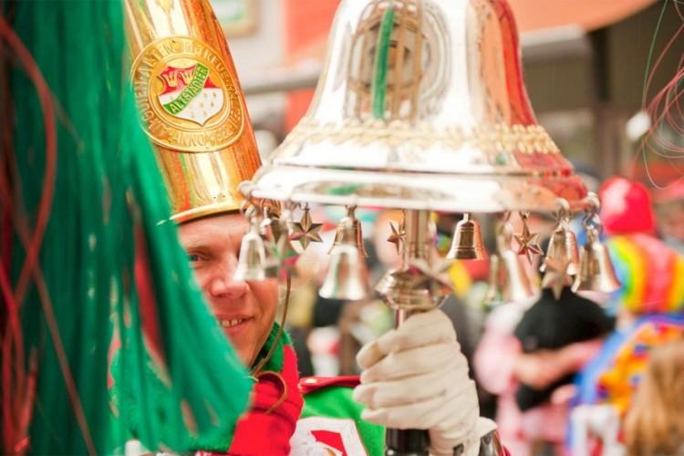 Keulen in Duitsland, van 23 februari tot 1 maart: het carnaval in Keulen kenmerkt zich door 4 grote dagen: een speciale dag voor vrouwen om hun emancipatie te vieren, Roze Maandag met gedecoreerde wagens, vette dinsdag (Mardi Gras) en Aswoensdag, dan serveren alle restaurants vis. © Tourismus NRW e.V. (Foto Oliver Franke)
