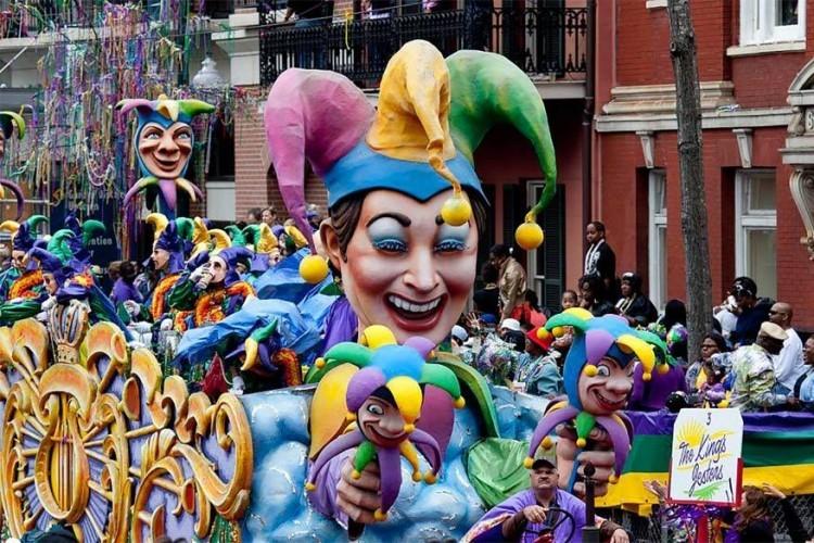 New Orleans Mardi Gras in Verenigde Staten, van 6 januari tot 28 februari 2017: in het French Quarter van New Orleans beginnen de feestelijkheden op Driekoningen (6 januari) en duren ze tot op Mardi Gras of vette dinsdag, de dag voor Aswoensdag. De parades bestaan uit kleurrijke wagens met fanfares. © The City of New Orleans